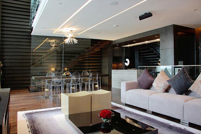 640px-Avant_Garde_living_room_2