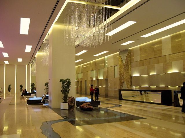 800px-Hotel_Lobby_20080327_large