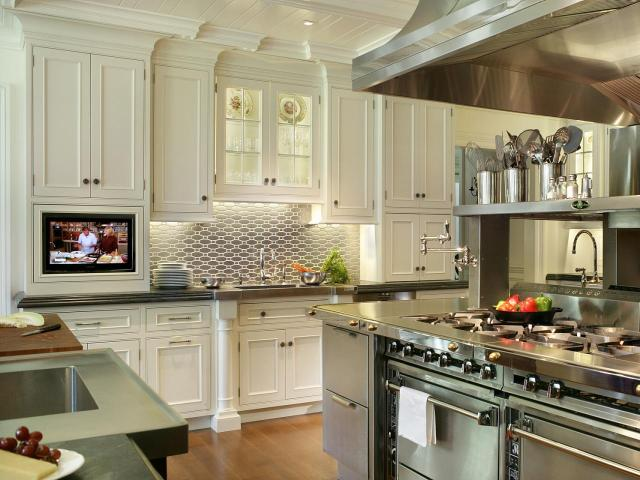 rs_peter-salerno-stainless-steel-kitchen-white-cabinets_s4x3-jpg-rend-hgtvcom-1280-960